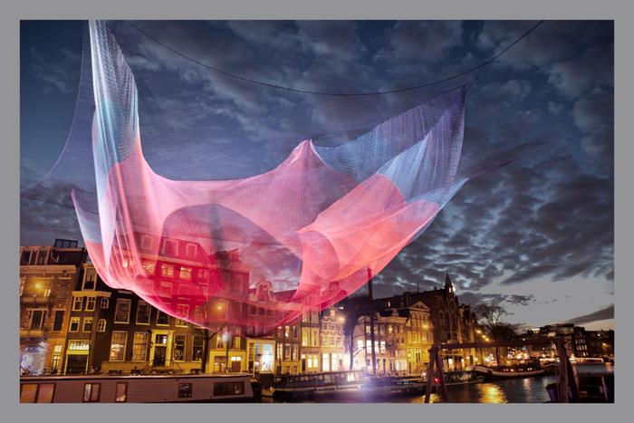 Podpořte umělecký projekt: obrovské medůzy plující ve vzduchu