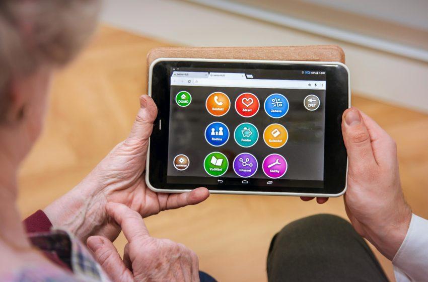 Představujeme startup seniorHUB, který zpřístupňuje tablety seniorům
