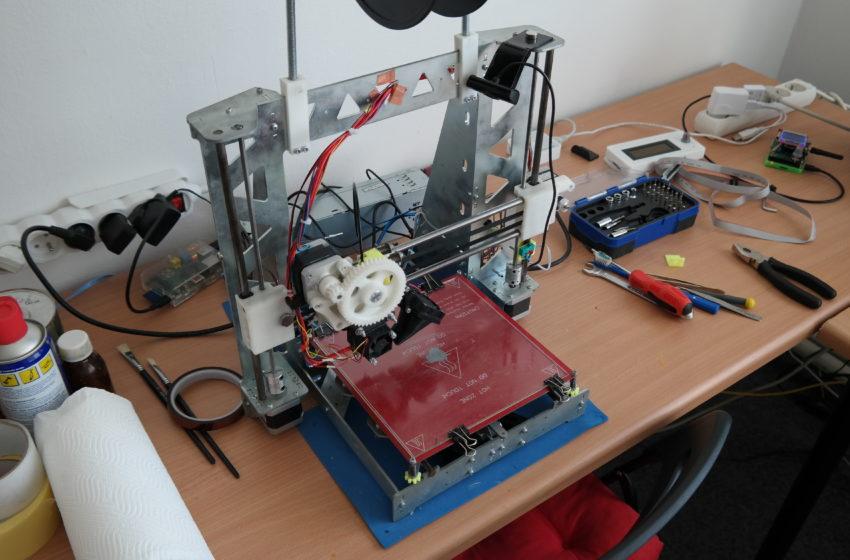V Hackerspace Pardubice si můžete kreativně hrát nejen s elektronikou
