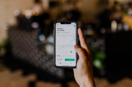Proč investovat do akcií a co všechno byste o nich měli vědět?